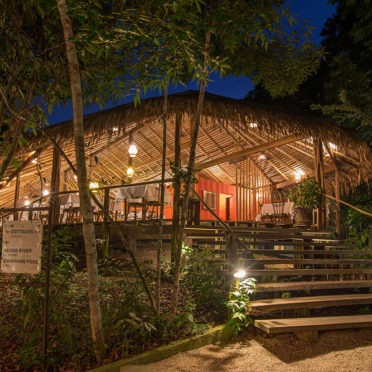 day01-anavilhanas-lodge-dining-latin-excursions