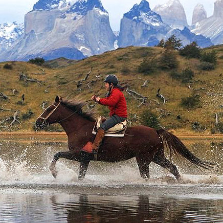 chile-horse-racing-patagonia-mountains